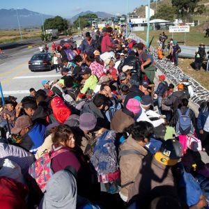 Resten av karavanen som består av minst 4 000 centralamerikanska män, kvinnor och barn, väntas anlända till gränsen inom ett par dagar