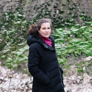 Anna Rotkirch i vinterrock