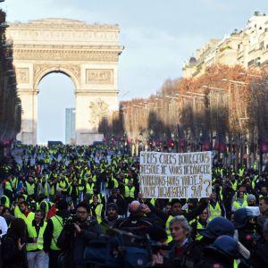 Demonstation mot regeringens reformer i Paris