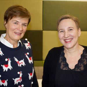 Paula Salovaara diskuterar med Astrid Thors i radioprogrammet Paula möter.