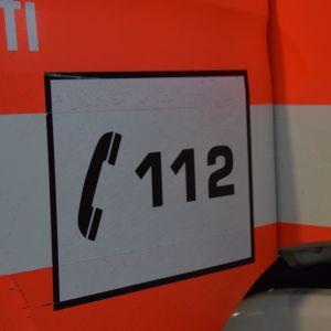 112 skrivet på en brandbilsdörr.