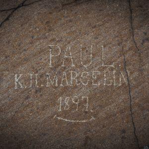 Kallioon hakattu teksti Paul K H Marcelin 1897