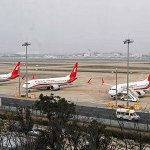 Tre av Shanghai Airlines Boeing 737 Max-plan på flygfältet i Shanghai 11.3.2019