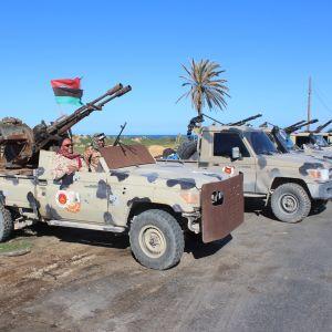 Milisstyrkor från hela västra Libyen har skyndat till den FN-stödda regeringens undsättning