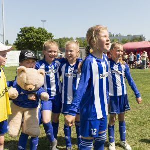 HJK Eest tytöt 10v huutaa pelin päätytyyä
