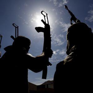 Houthirebeller i Jemen hotar att hämnas Saudiarabiens krigsförbrytelser med missilattacker mot alla civila flygplatser i Saudiarabien