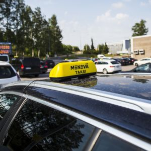 Menevä taksi