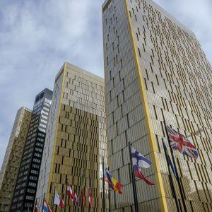 Flaggor utanför EU-domstolen i Luxemburg.
