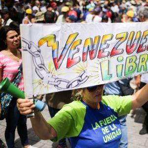 Oppositionsanhängare deltog i en protest utanför UNHCR:s högkvarter i Caracas i fredags.