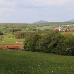 Rasdorf. På höjderna i bakgrunden byn Point Alpha
