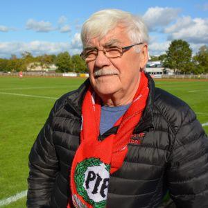 Supportern Christer Järnström har följt Pargas fotbollsherrar i 40 år