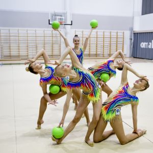 Mäkelänrinteen urheilulukion opiskelijoista koostuva rytmisen voimistelun maajoukkue.