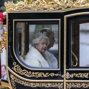 Drottning Elisabeth II lämnar Buckingham Palace för att hålla sitt tal i parlamentet 14.10.2019