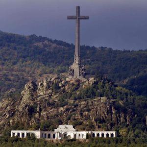 Mausoleet Valle de los Caídos i San Lorenzo del Escorial där offren för fascismen är begravda