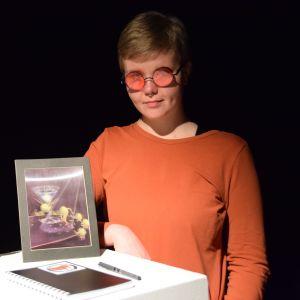 Jenna Jauhiainen på utställningen MEMExhibition.