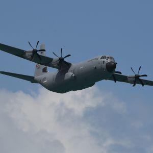Amerikanskt fraktflygplan av modellen C-.130 Hercules.