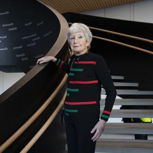 Irene Leets kuvattuna Helsingin keskustakirjastossa Oodissa.