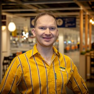 Marcus Krogell työskentelee Vantaan Ikeassa.