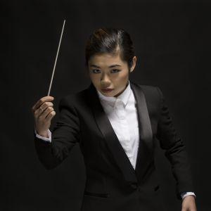 kuvassa kapellimestari Elim Chan