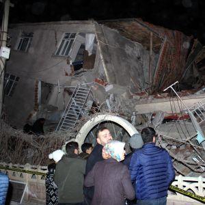 Useat rakennukset romahtivat maanjäristyksessä Elazığin maakunnassa.