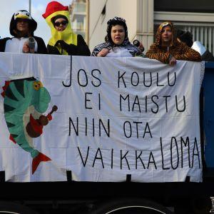 Vuoden 2020 penkkarit Porissa.