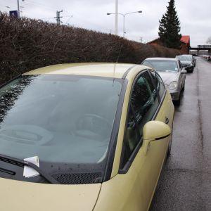 Pysäköintisakkoja autojen tuulilasilla