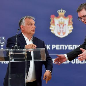 Ungerns premiärminister Viktor Orbán och Serbiens  president Aleksandar Vucic under en gemensam presskonferens i Belgrad 15.5.2020