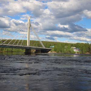 Rovaniemellä oleva ravintola Valdemari on Kemijoen rannalla aivan Jätkänkynttilän kupeessa.