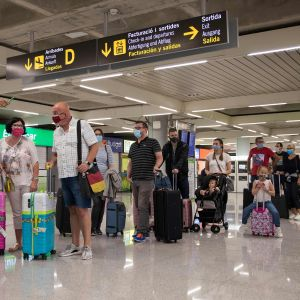 Turister anlände till Palma de Mallorca den 22 juni.