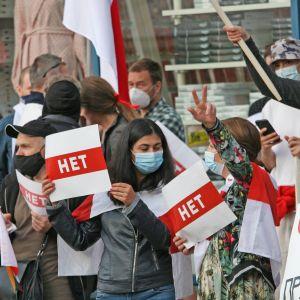 Den plötsliga, hemliga presidentinstallationen i Belarus utlöste genast spontana  protester över hela landet.