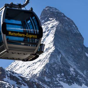 Sveitsin Zermattissa voi jo lasketella, mutta ravintolat ovat kiinni ja muut koronarajoitukset ovat voimassa.