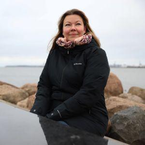 Sanna Lönnfors Kotkassa Katariinan meripuistossa.