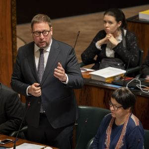 Paavo Arhinmäki i riksdagen 24.10.2019.