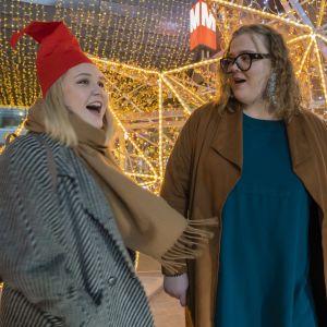 Anna Myyryläinen (vas.) ja Reetta Isomäki laulavat mielellään joululauluja