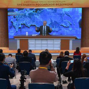 Vladimir Putin håller sin årliga stora presskonferens via videolänk 17.12.2020