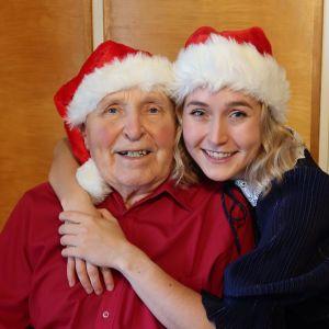 Jorma ja Lotta Saahko eli Lotta ja pappa -duon kaksikko viettää joulua keskenään.