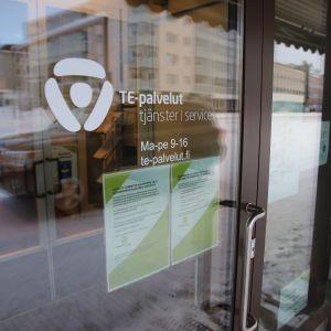 Työllisyyden kuntakokeilussa työnhakijat siirtyvät kuntien asiakkaiksi.