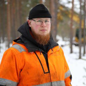 Kaivinkoneyrittäjä Arttu Hongisto Munasuolla Pyhtäällä.