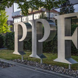 PPF:n logo rakennuksen pihalla