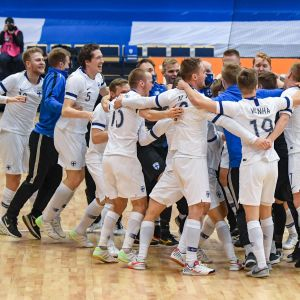 Suomen futsalmaajoukkue pääsi juhlimaan EM-kisapaikkaa Vantaalla huhtikuussa 2021.