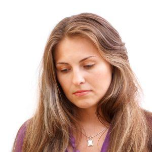 Sorhsen kvinna med ljust hår