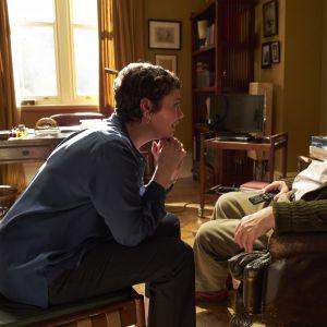 Olivia Colman ja Anthony Hopkins elokuvassa Isä