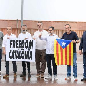 De katalanska separatisterna  Raul Romeva, Jordi Turull, Jordi Cuixar, Joaquim Forn, Jordi Sanchez, Josep Rull and Oriol Junqueras benådades och släpptes ut ur fängelset 23.6.2021