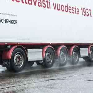 Vähälä Logistics myytiin DB Schenkerille.