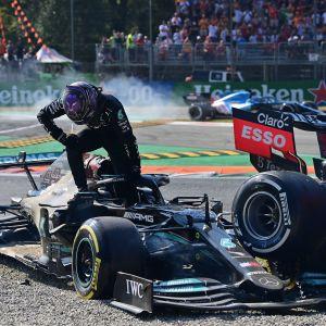 Hamilton ja Verstappen ajoivat ulos Monzan radalla.