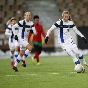 Linda Sällström ja Sanni Franssi kuvassa.