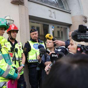 Göteborgin pelastusviranomaiset ja poliisi pitivät tiedotustilaisuuden kerrostaloräjähdyksen jälkeen 28. syyskuuta.