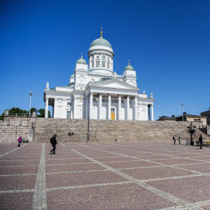 Kuvassa on näkymä Helsingin Senaatintorilta 3. kesäkuuta 2020.