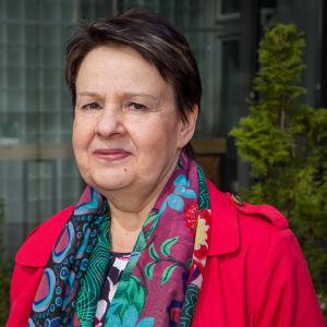 Porträttbild med Social- och hälsovårdsministeriets kanslichef Kirsi Varhila.