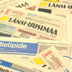 tidningar huller om buller